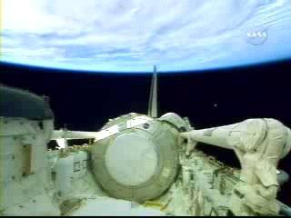 N.A.S.A. STS-120 Shuttle Discovery UFO October 23 2007(240p_H.264-AAC).mp4_000153597