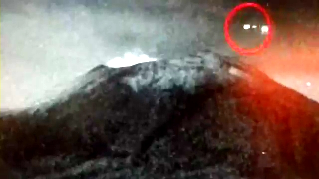 OVNI entra al volcán Popocatépetl - 30.MAYO.2013(360p_H.264-AAC).mp4_000000100