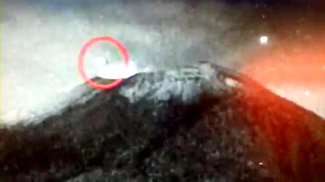 OVNI entra al volcán Popocatépetl - 30.MAYO.2013(360p_H.264-AAC).mp4_000009242