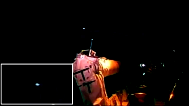 UFO - STS-125 Releases Hubble - HD(360p_H.264-AAC).mp4_000133842