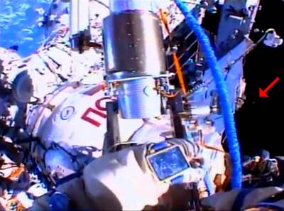 UFO Seen on livecam ISS During Space Walk 8_16_2013(480p_H.264-AAC).flv_000028028