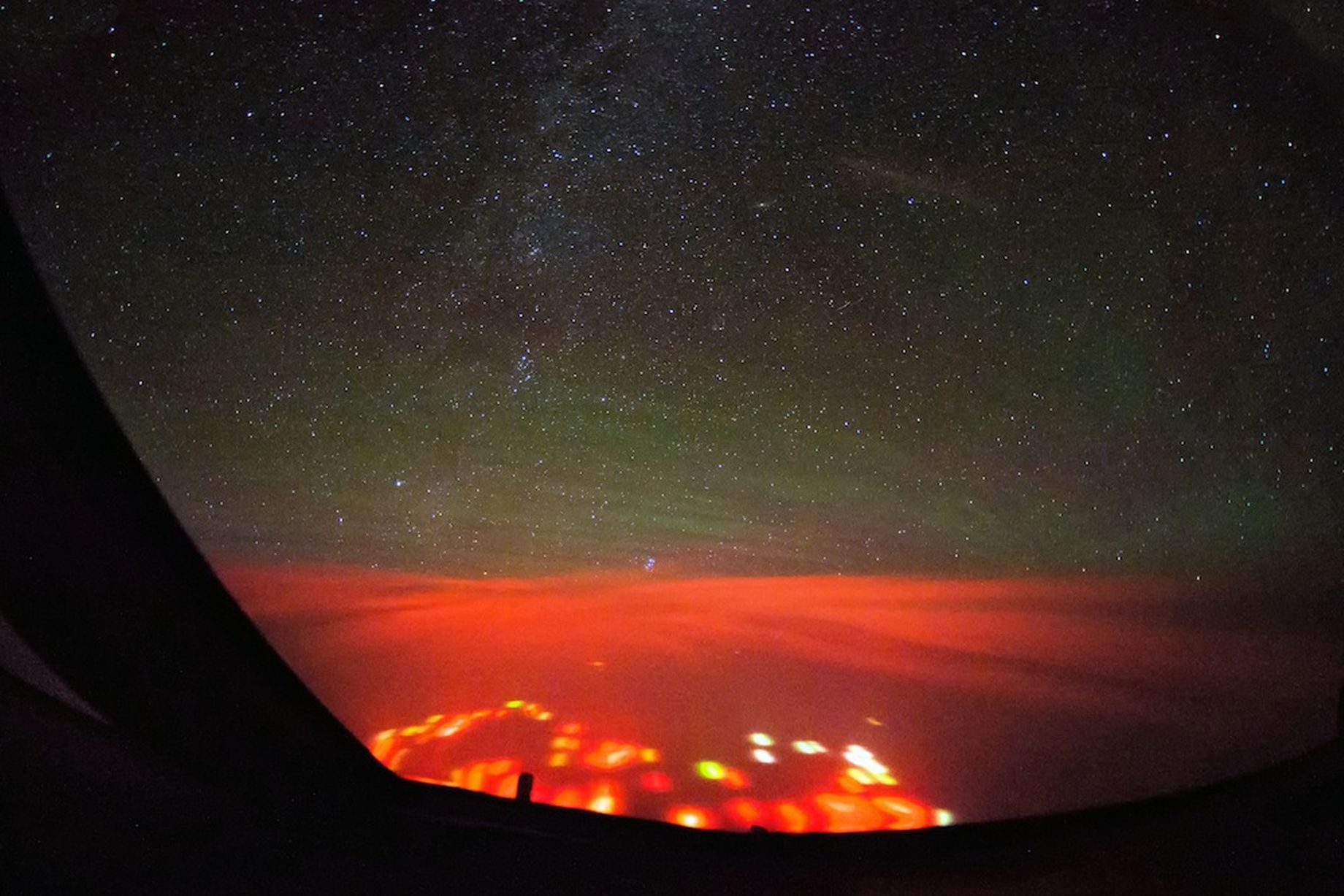 PAY-Mysterious-Red-Glow-over-the-Atlantic (3)