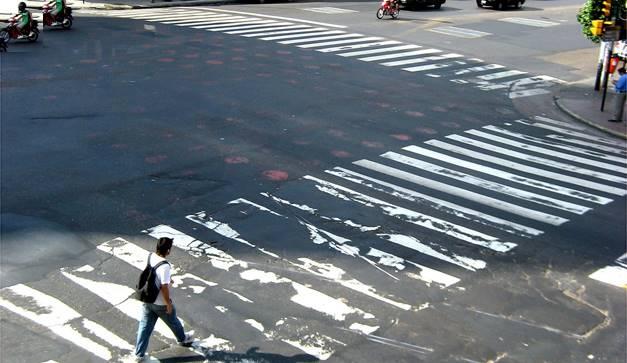 las-acrobacias-que-aplicamos-para-cruzar-la-calle