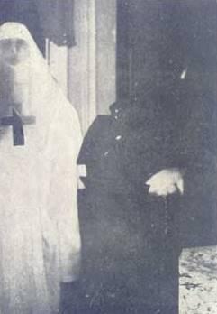 El-fantasma-trasparente-de-una-monja-M.-Frondoni-Lacombe