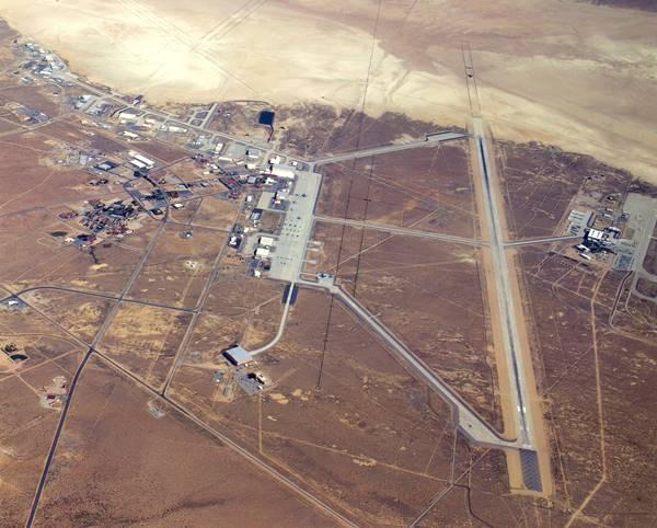 Edwards_Air_Force_Base,_Calif,_main_base_area